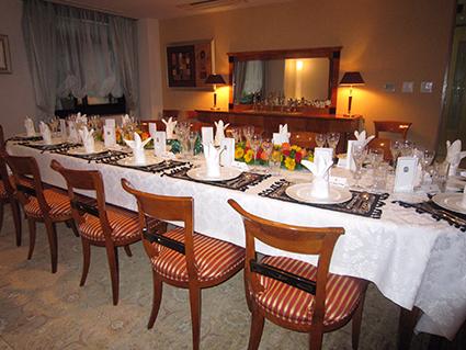 アンゴラ共和国大使館 大使閣下公邸での晩餐会 12名様ご招待