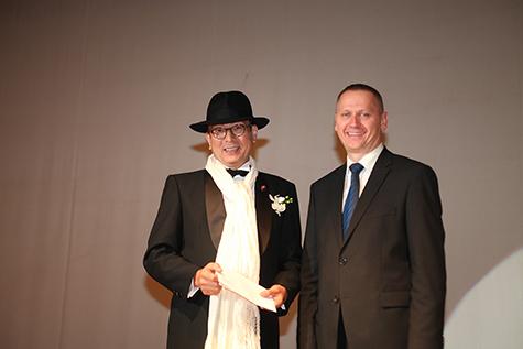 クロアチア大使公邸ディナーご招待券を落札されたゲスト(左)と大使閣下(右)
