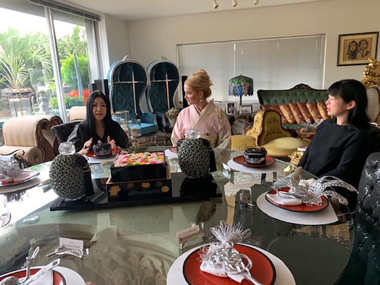 左より 鈴木理事長、チェコ共和国首相夫人、同行されたチェコ共和国大使館スタッフ池田様  日本文化や学術交流について講義の模様
