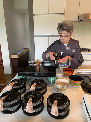 Mrs. Shirai, a tea master, prepares for tea serving in Japanese traditional style.備