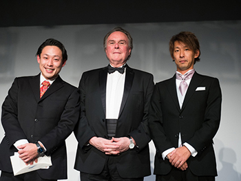 (Center) H.E. Mr. Harold W. FORSYTH, Ambassador of the Republic of Peru,(Left) Successful bidder of the auction prize, helicopter tour to Kannon Onsen at Izu with the Ambassador (Right) The sponsor of the prize